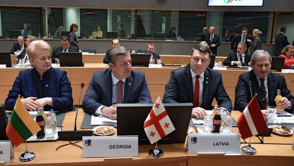 Президент Литвы Даля Грибаускайте, премьер-министр Грузии Георгий Квирикашвили и президент Латвии Раймондс Вейонис на саммите Восточного партнерства в Брюсселе