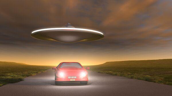 НЛО над автомобилем