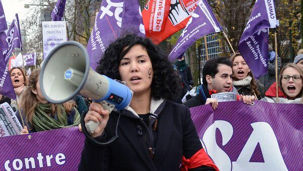 Участники международной акции за ликвидацию насилия в отношении женщин. Архивное фото