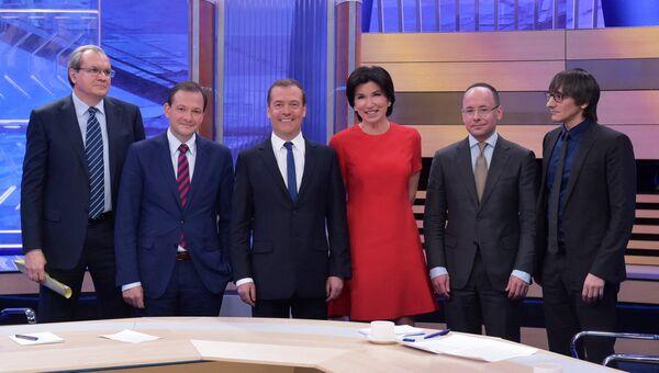 Председатель правительства РФ Дмитрий Медведев после окончания интервью российским телеканалам. 30 ноября 2017