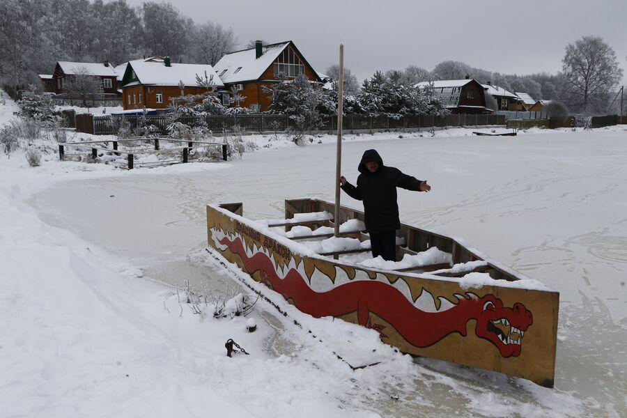 Активист Владимир Столяров который создал в селе Толбухино 19 музеев. Дополнительно на озере Тарасово хочет сделать причал