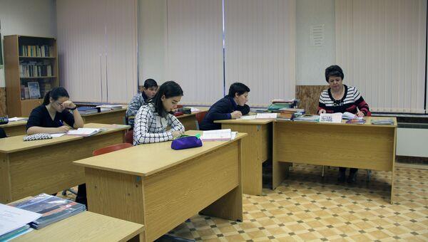 Ученики средней школы поселка Туманный Мурманской области. Архивное фото