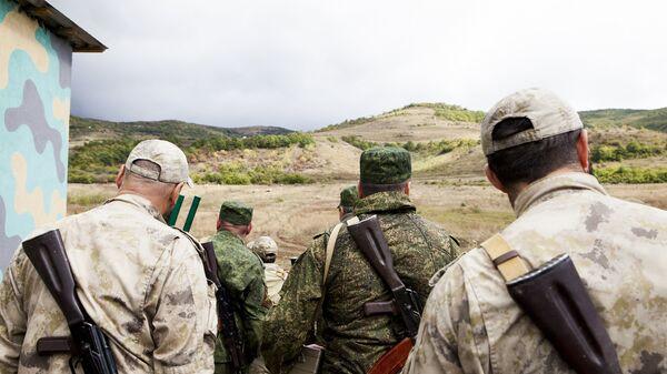 Военнослужащие во время учений на полигоне Дзарцем в Южной Осетии. Архивное фото