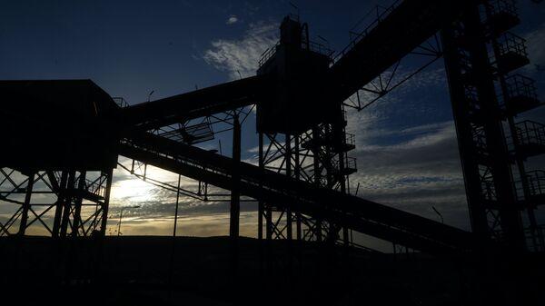 Территория ОАО Верхнебаканский цементный завод в городе Новороссийске