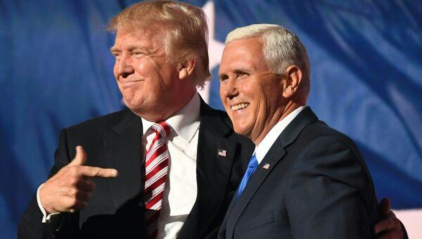 Дональд Трамп и Майк Пенс во время национального конгресса в Кливленде