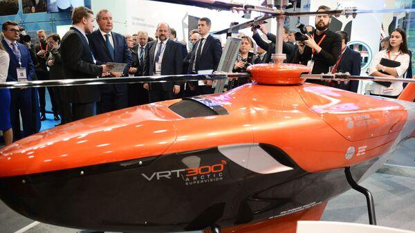 Заместитель председателя правительства РФ Дмитрий Рогозин на выставке в рамках VII международного форума Арктика: настоящее и будущее. 5 декабря 2017