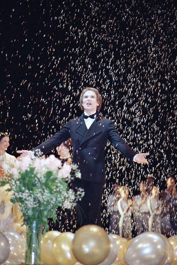 Рудольф Нуреев на торжественном вечере в честь его 50-летия в Линкольн-центре в Нью-Йорке
