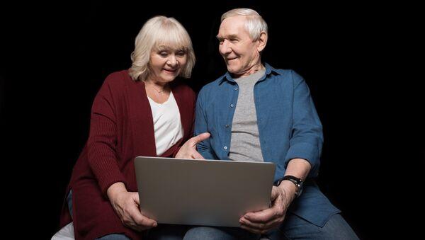 Люди старшего возраста с интересом осваивают компьтерную грамоту