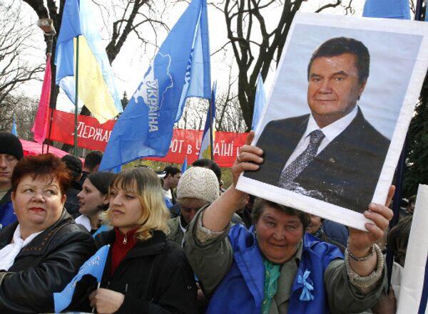У Верховной Рады Украины. Сторонники Виктора Януковича