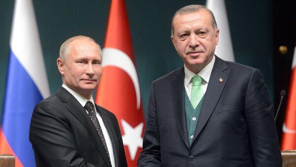 Президент РФ Владимир Путин и президент Турции Реджеп Тайип Эрдоган во время совместного заявления для прессы, Турция. 11 декабря 2017