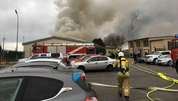 Пожарные на месте взрыва газа в Баумгартене, Австрия