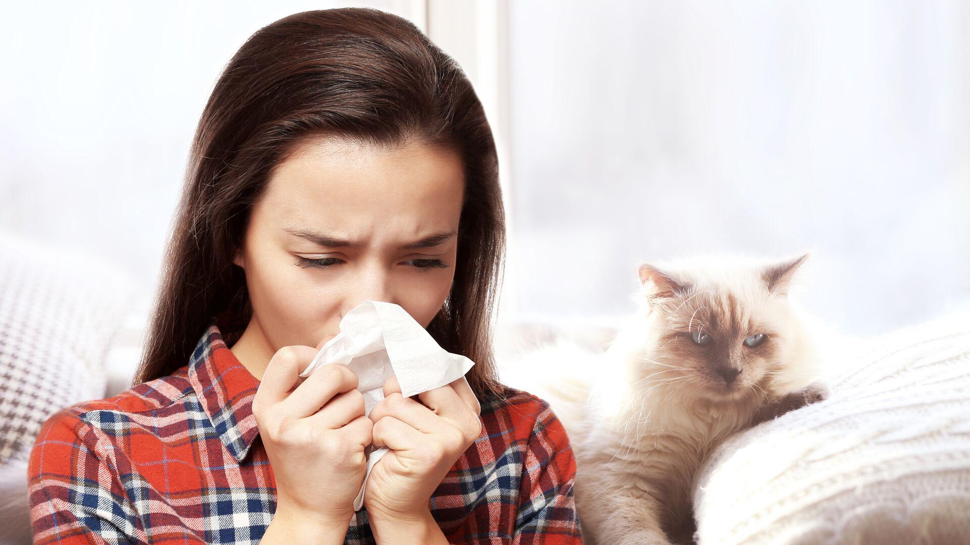 Девушка с аллергией на кошек - РИА Новости, 1920, 19.11.2020