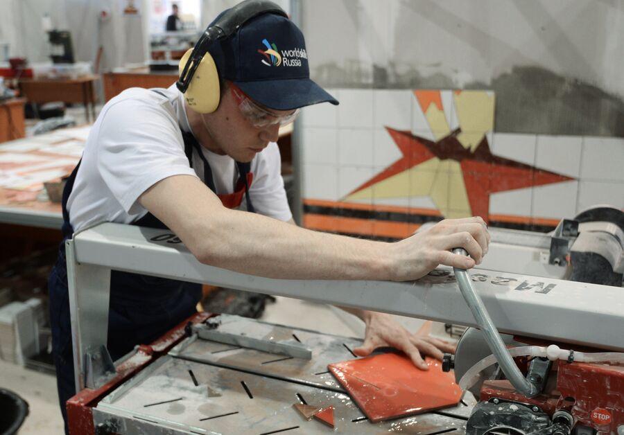 Участник III Национального чемпионата профессионального мастерства по стандартам WorldSkills Russia, компетенция «Облицовка плиткой». Казань, 2015 г.
