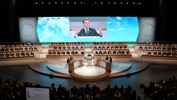 Президент Франции Эммануэль Макрон на открытии международной конференции по климату One Planet Summit. 12 декабря 2017