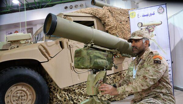 Военнослужащий армии Кувейта возле переносного противотанкового ракетного комплекса Корнет-Э на выставке  Gulf Defence & Aerospace-2017 в Эль-Кувейте. 12 декабря 2017