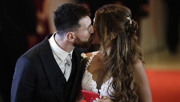 Лионель Месси и Антонелла Рокуццо в день бракосочетания