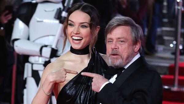 Актеры Дэйзи Ридли и Марк Хэмилл на премьере фильма Звездные войны: Последние джедаи. Архивное фото
