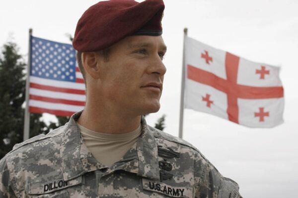 Военный армии США, флаги США, Грузии