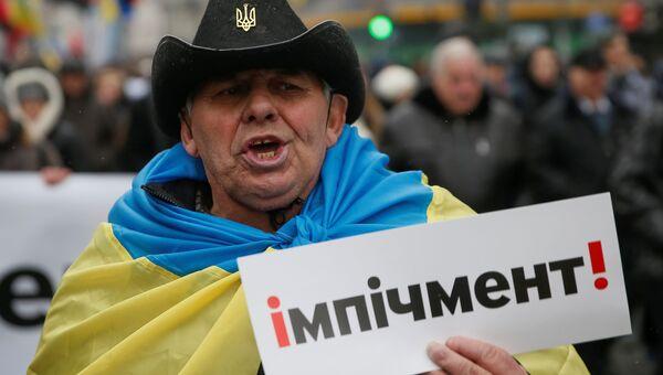 Участник митинга сторонников Михаила Саакашвили в центре Киева за принятие закона об импичменте украинского президента Петра Порошенко. 17 декабря 2017
