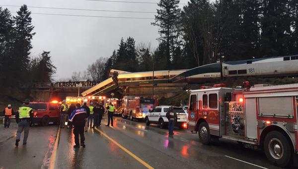 Сход поезда компании Amtrak на мосту в штате Вашингтон. 18 декабря 2017