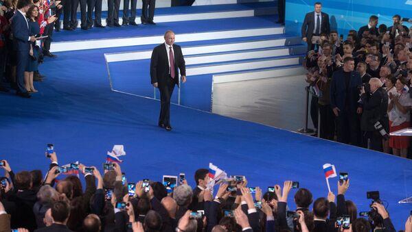 Президент РФ Владимир Путин и руководитель Исполкома ОНФ Алексей Анисимов на форуме Россия, устремлённая в будущее. 19 декабря 2017
