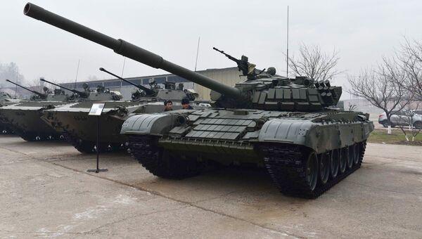 Танк Т-72 на церемонии передачи российской стороной Таджикистану военного и военно-технического оборудования. 19 декабря 2017