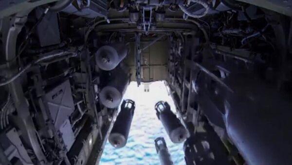Бомбардировщик-ракетоносец Ту-22 М3 ВКС России во время нанесения массированного удара авиабомбами ОФАБ-250-270 по объектам инфраструктуры ИГ в Сирии. Архивное фото
