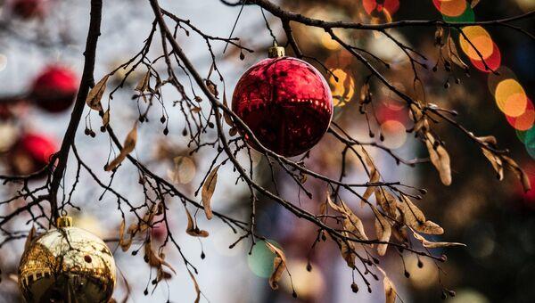 Новогоднее украшение на улице Москвы