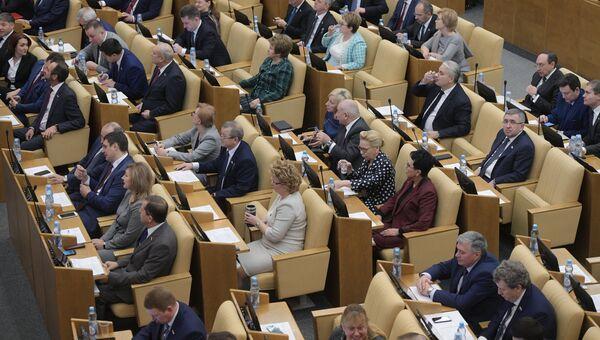Депутаты на пленарном заседании Госдумы РФ. 22 декабря 2017