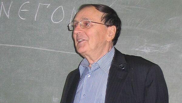 Академик РАН Андрей Зализняк. Архивное фото