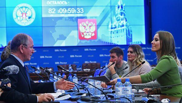 Телеведущая Ксения Собчак во время подачи документов в ЦИК России по выдвижению кандидатом на президентских выборах в 2018 году