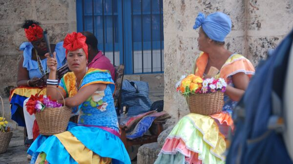 Кубинские женщины в национальных костюмах