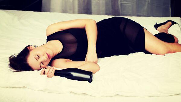 Фото женщинам добавляли снотворное и раздевали онлайн