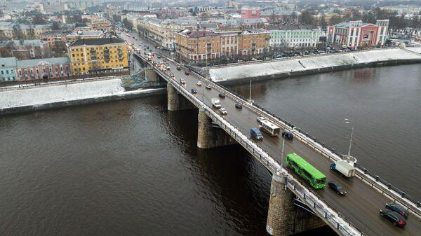 Мост через реку Волга в городе Твери