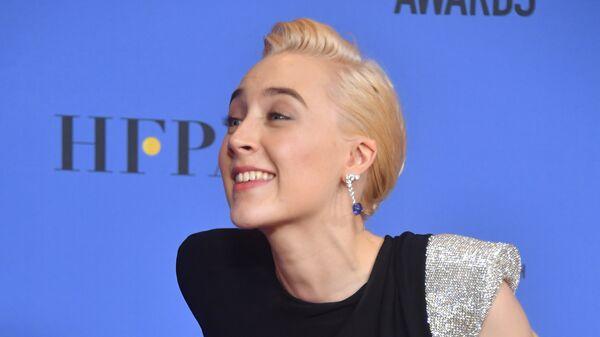 Актриса Сирша Ронан завоевала Золотой глобус в номинации лучшая женская роль в комедии/мюзикле за Леди Бёрд