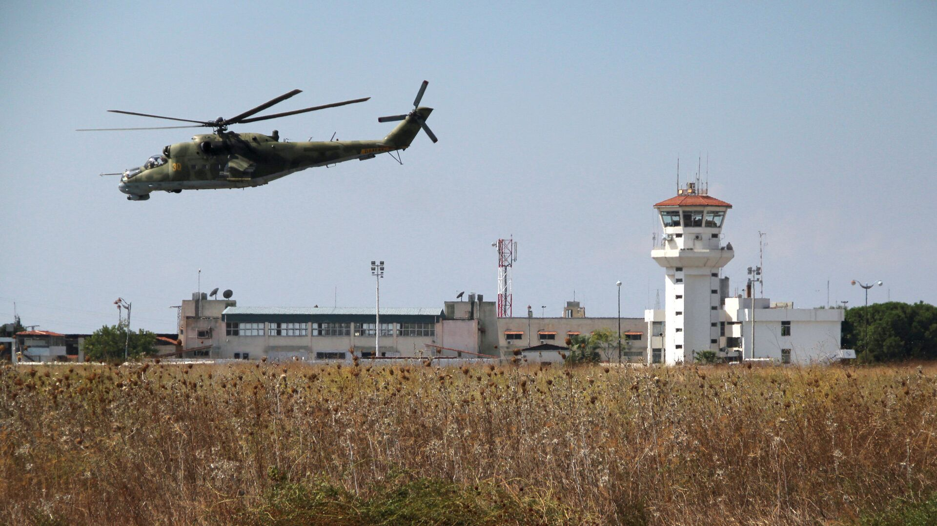 Российский вертолет Ми-24 во время облета авиабазы Хмеймим в Сирии - РИА Новости, 1920, 12.06.2021