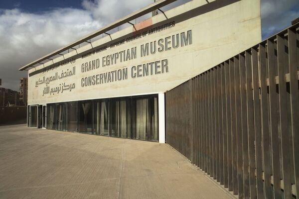 Здание реставрационного центра Великого Египетского музея в Гизе