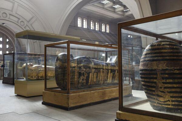 Саркофаги из гробниц Юйи и Туйи в Каирском египетском музее