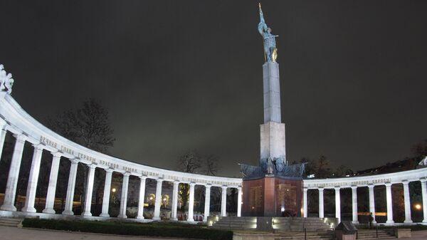 Мемориал советским воинам на площади Шварценбергплац в Вене, Австрия