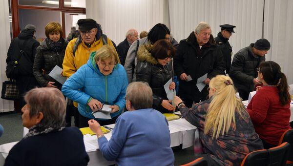 Жители Праги на избирательном участке. 12 января 2017