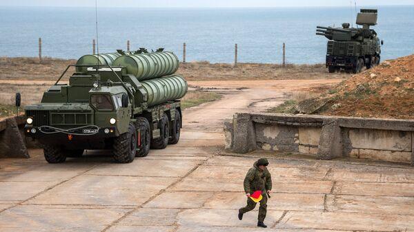 Комплекс ПВО С-400 Триумф заступает на охрану российских воздушных границ в Севастополе. 13 января 2018