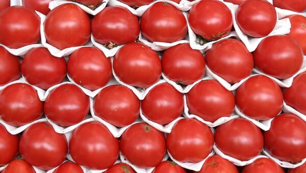 Прилавок с помидорами