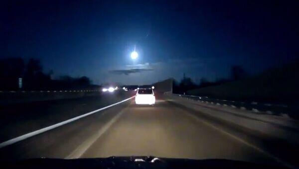 Автомобилист в Мичигане снял на видео момент падения метеорита