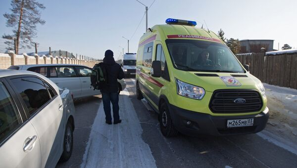 Автомобиль реанимации в микрорайоне Сосновый бор города Улан-Удэ, где произошло нападение на учеников и преподавателя школы №5. Архивное фото