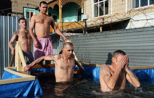 Крещенские купания в исправительной колонии №41 в Уссурийске Приморского края