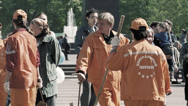 Сотрудники коммунальной службы на Тверской улице