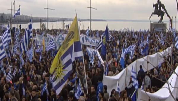 Скриншот видео митинга в Салониках