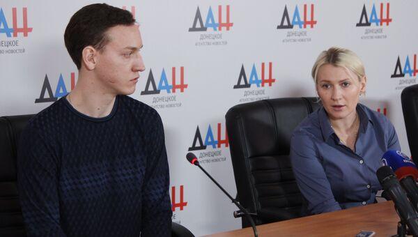 Уполномоченный по правам человека в Донецкой народной республике Дарья Морозова и освобожденный из украинского плена Андрей Дементьев на пресс-конференции в Донецке. 22 января 2018