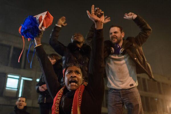 Участники акции протеста работников тюрем во Франции