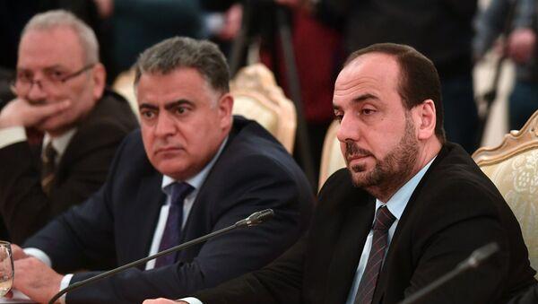 Глава делегации Сирийской комиссии по переговорам Насер аль-Харири во время встречи с министром иностранных дел РФ Сергеем Лавровым в Москве. 22 января 2018